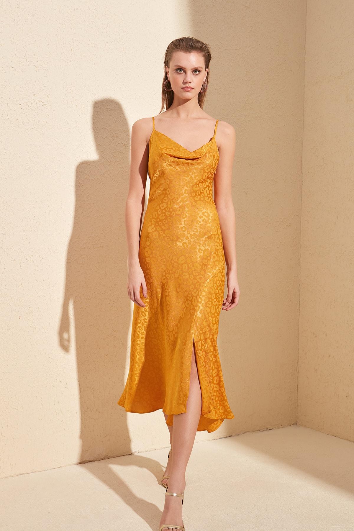 Trendyol Funnel Collar Dress TPRSS20EL1335