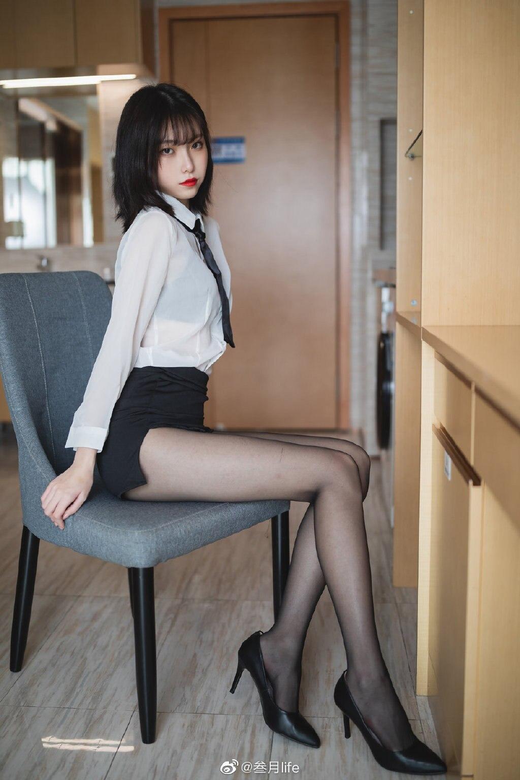 好标准的OL呀@许岚LAN 这么漂亮的腿不登三轮可惜了!插图8