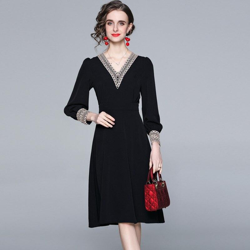 Женское платье Весна 2021 Новый пояс для похудения с вышивкой с v-образным вырезом Платье женское, маленькое черное платье