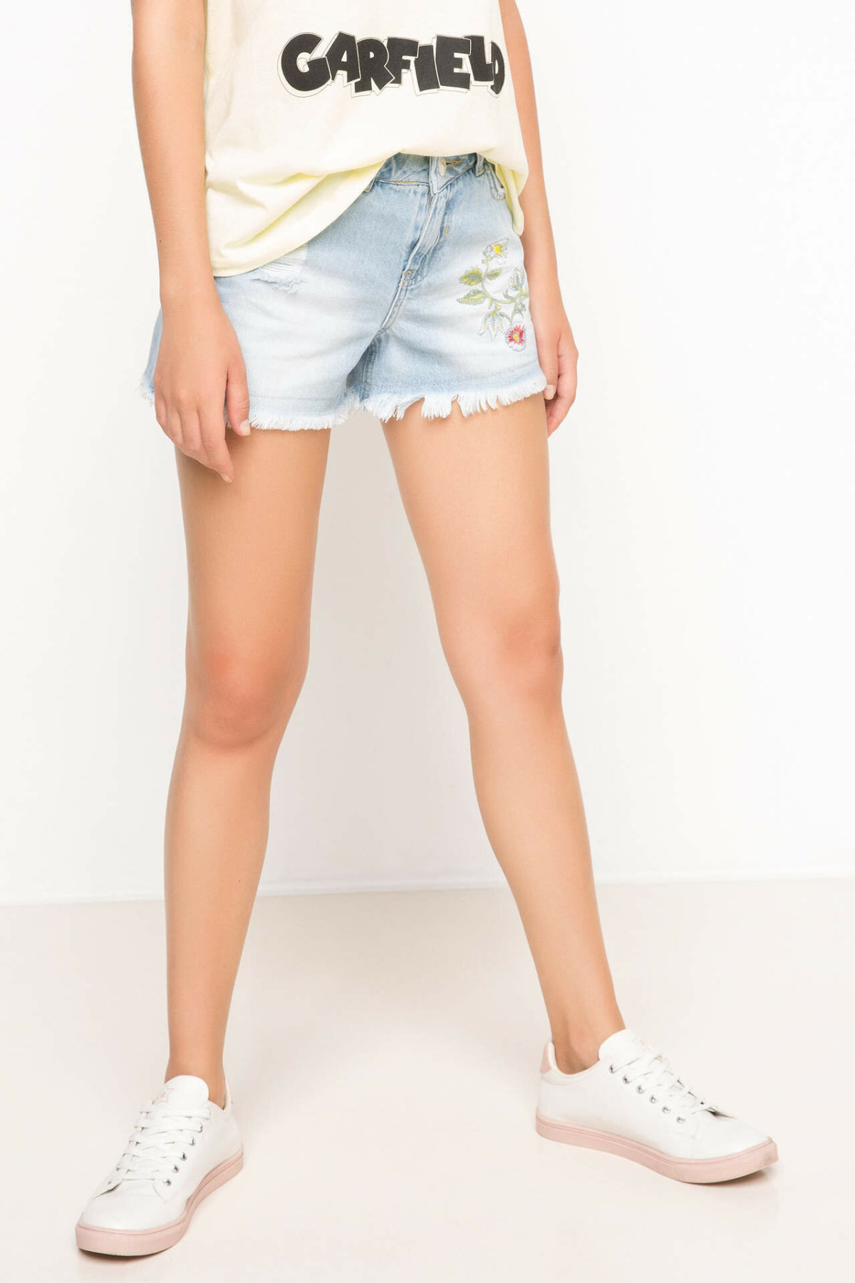 DeFacto Women Joker Worn Blue Mid-Waist Pencil Denim Solid Shorts High Street Simple Jeans Shorts Women-H9284AZ17HS