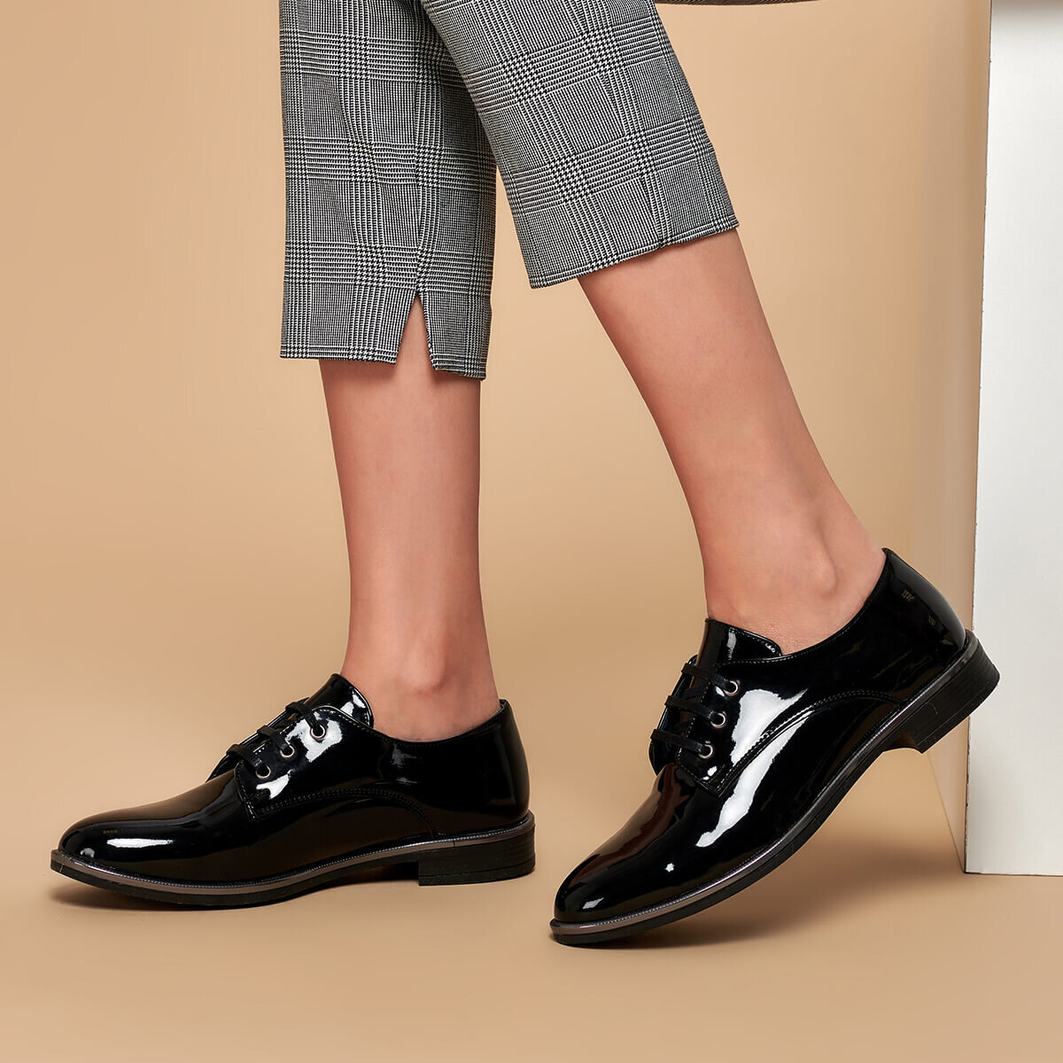 FLO 19K-198 Black Women Oxford Shoes BUTIGO