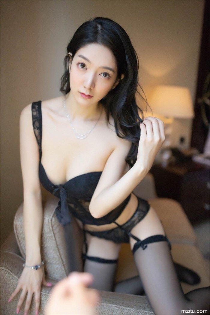 一桌一床一沙发 女神Angela喜欢猫魅力释放性感满屋