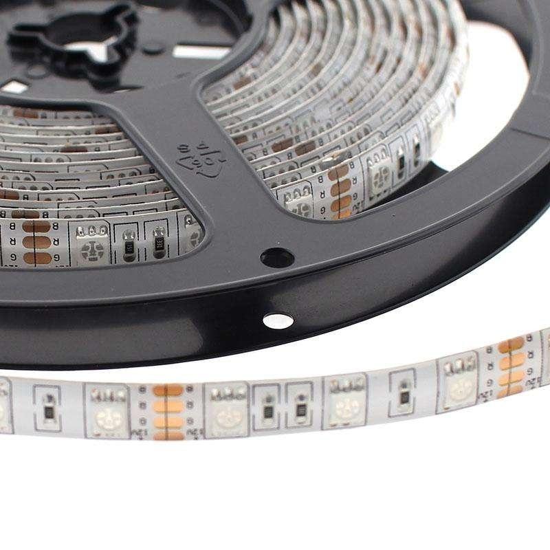 Bande de LED 5 mètres 5050 LED 24 volts batteries Fit 72 W 300 lumens IP-65 extérieur multicolore RGB 255064