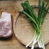 蒜苗回锅肉的做法图解1