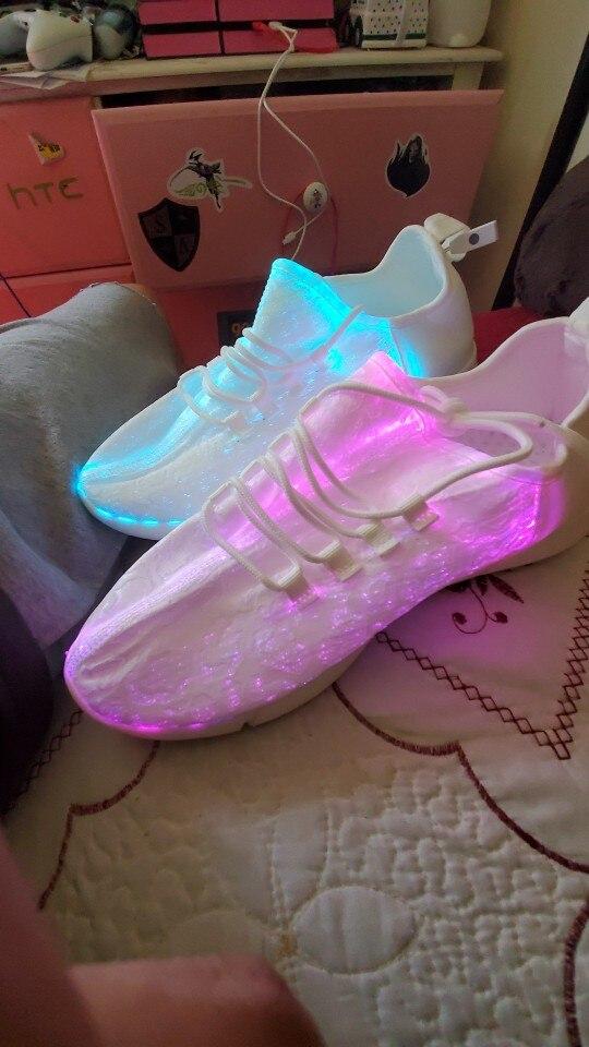 Tênis brilhantes brilhantes calçados