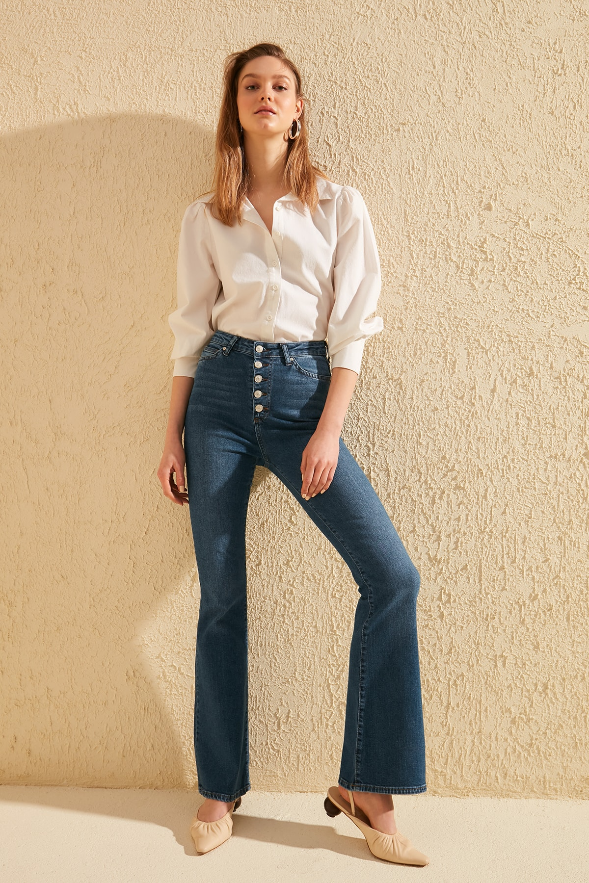 Trendyol Front Button High Waist Flare Jeans TWOSS20JE0111
