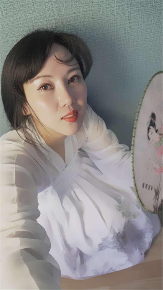 极具韵味的丝袜小少妇ChangE(月亮女神)和闺蜜与摄影师互相玩弄[61P/3V/1.77G]
