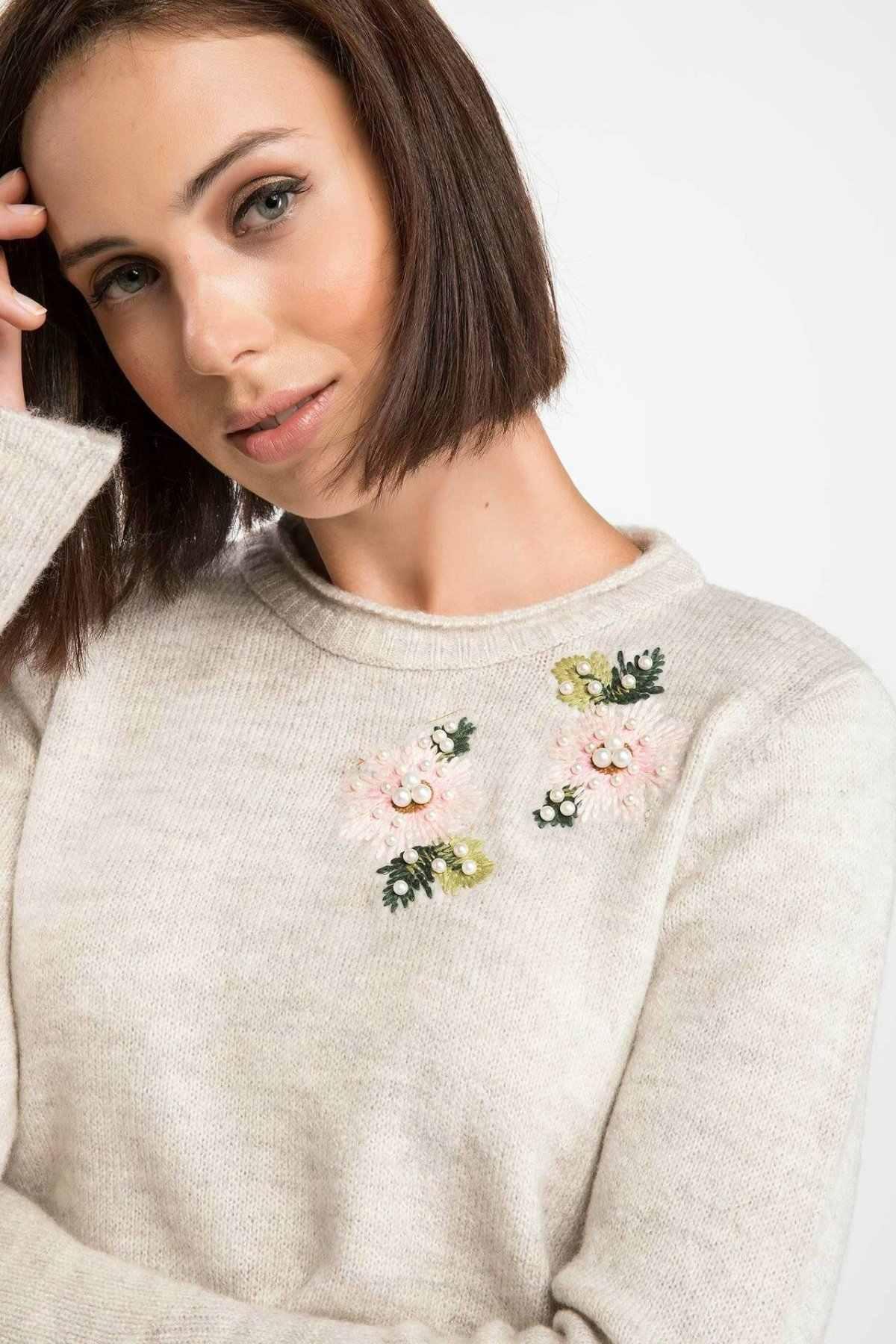 DeFacto ผู้หญิงฤดูหนาวดอกไม้ Decals สีขาว Pullover ผู้หญิงสบายๆ O-Neck TOP เสื้อหญิง Pullovers-J0532AZ18WN