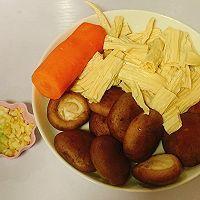 ㊙️简单又好吃,米饭杀手!香菇胡萝卜炒腐竹的做法图解1