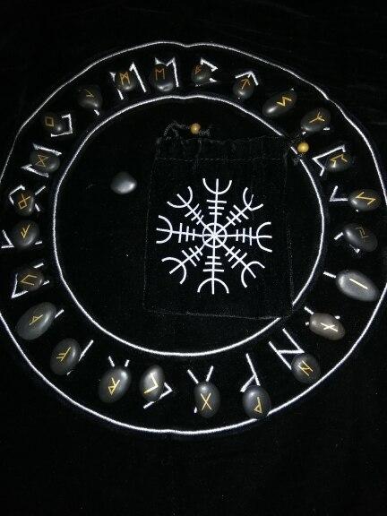 -- lettering amuleto amuleto