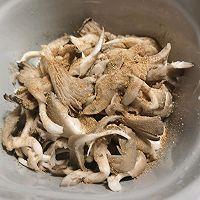 油炸平菇(外脆里嫩)的做法图解3
