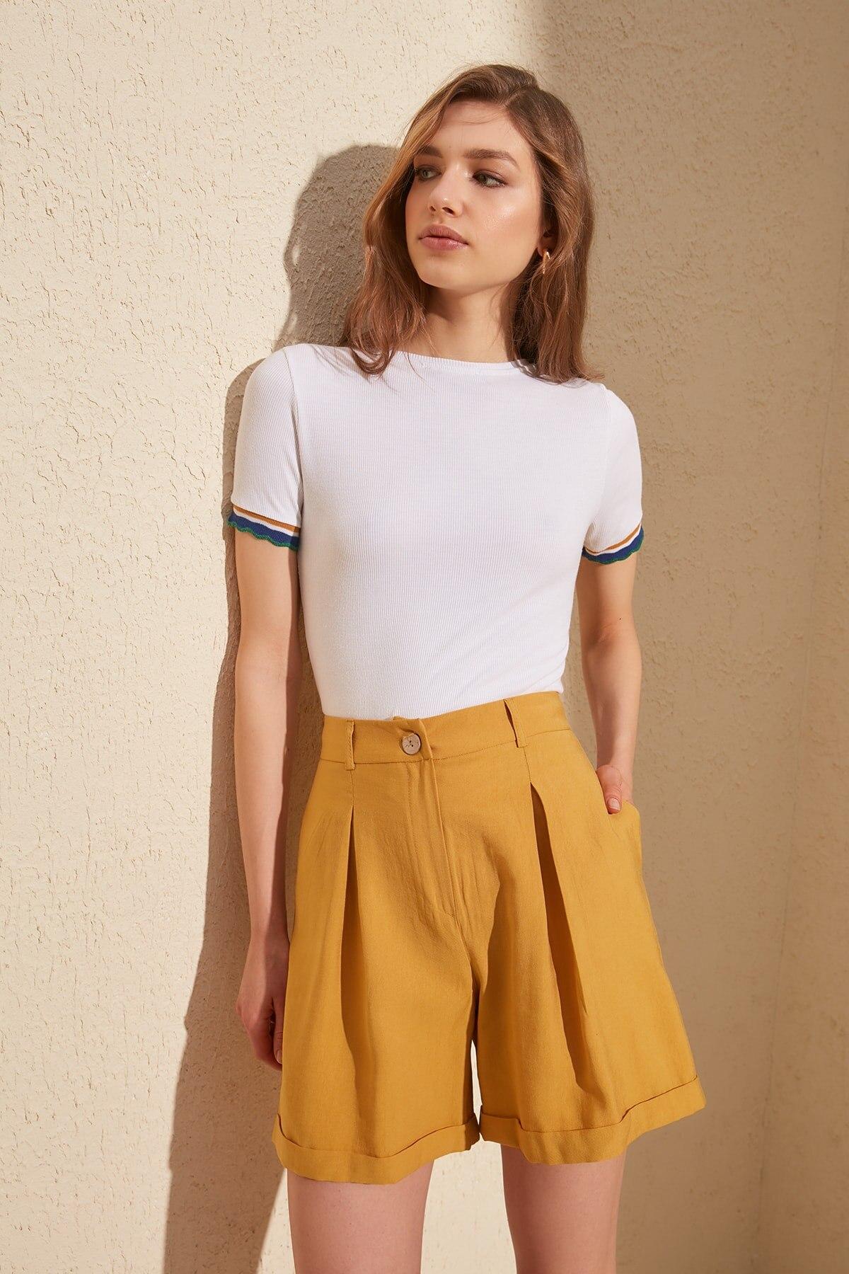 Trendyol Pleated Shorts & Bermuda TWOSS20SR0026