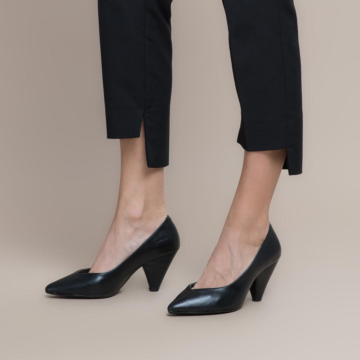 FLO 19K-304 Black Women Gova Shoes BUTIGO
