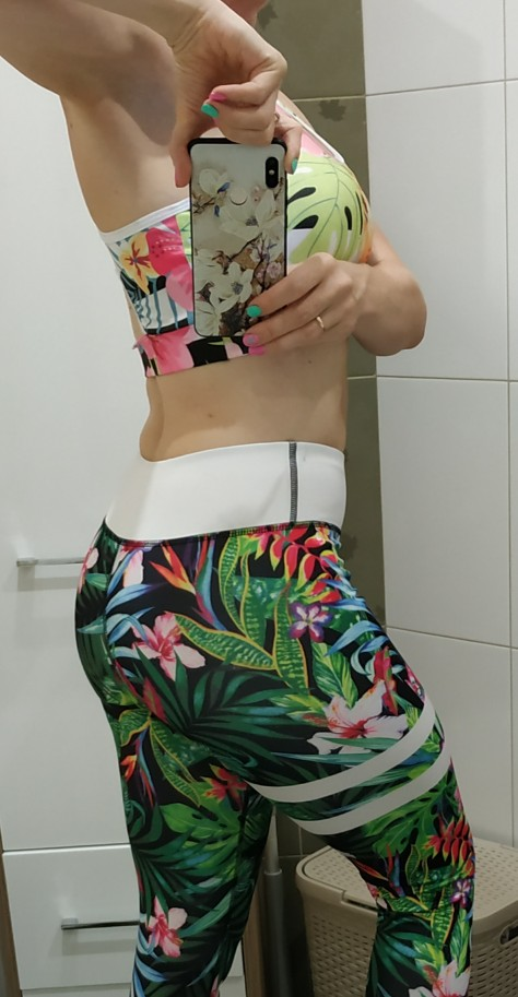 Women's Colorful Sports Bra With Phone Pocket photo review