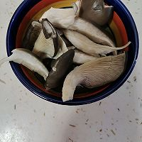 白菜炒鲜蘑的做法图解2