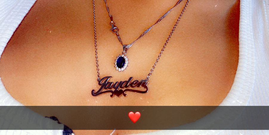 Personalized Middle Heart Name Necklace photo review