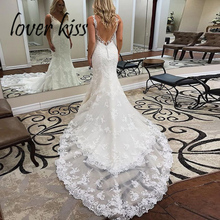 נשיקת מאהב 2020 Vestidos דה Noiva Boho חתונה שמלת בת ים ללא משענת V צוואר תחרת חוף שמלות כלה עם רכבת גלימת דה mariage