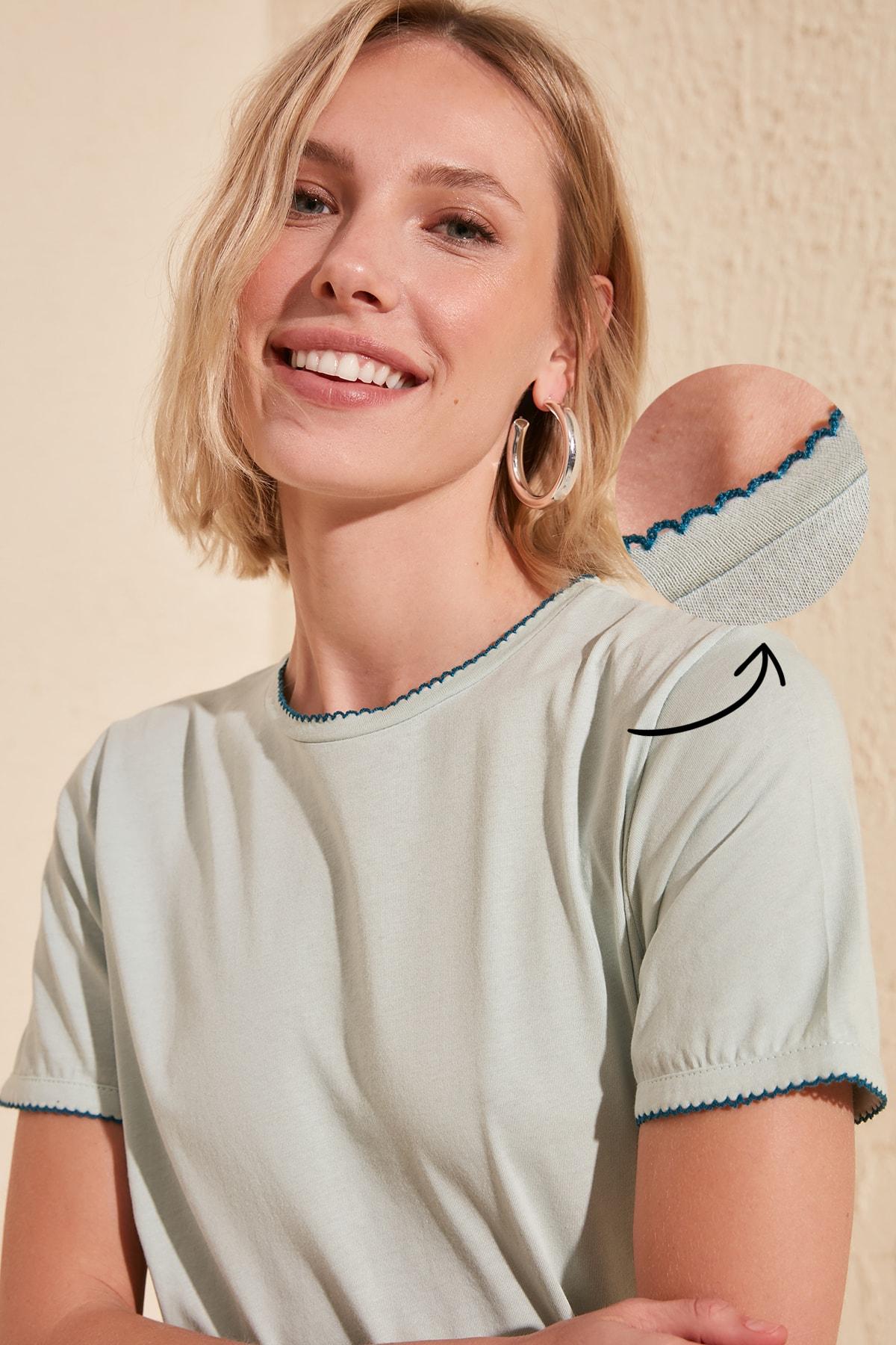 Trendyol Collar Detailed Basic Knitted T-Shirt TWOSS20TS0788