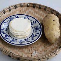 饺子皮的土豆饼的做法图解1