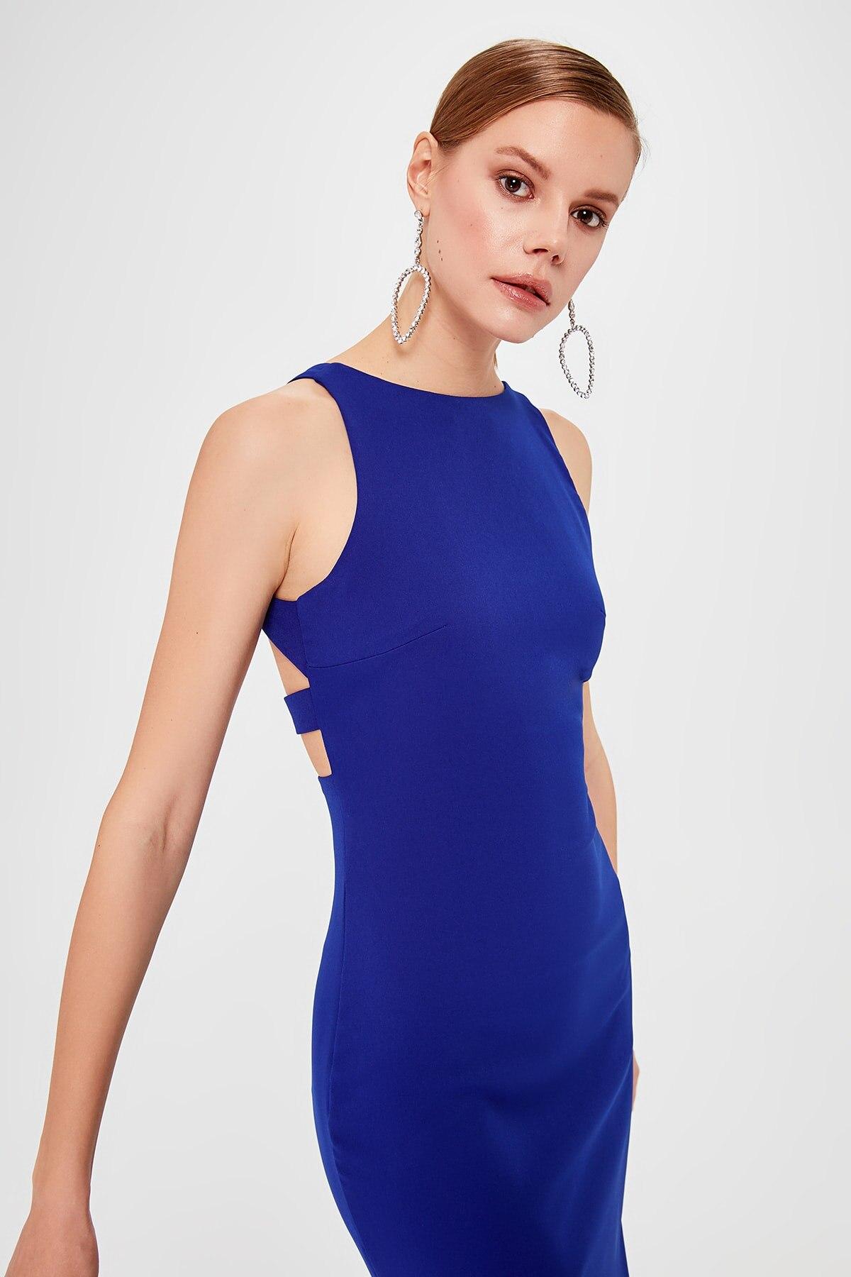 Trendyol Back Low-Cut Detail Dress TPRSS20EL0281()