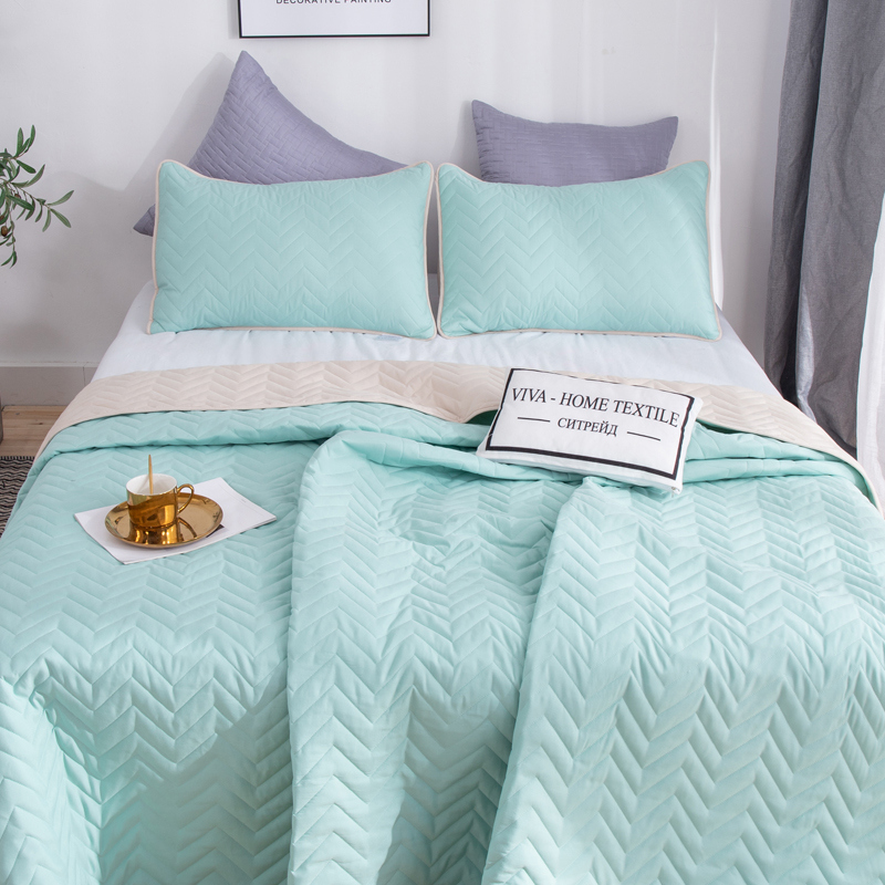 Double-sided bedspread + 2 pillowcases image