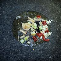 白菜炒鲜蘑的做法图解5
