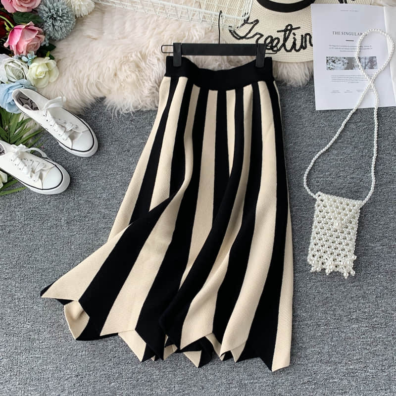 2019 New Arrival Black & White Stripe Ladies Skirts European Hepburn Style Vintage Skirt Elegant Midi Skirt Knit Strip Skirt