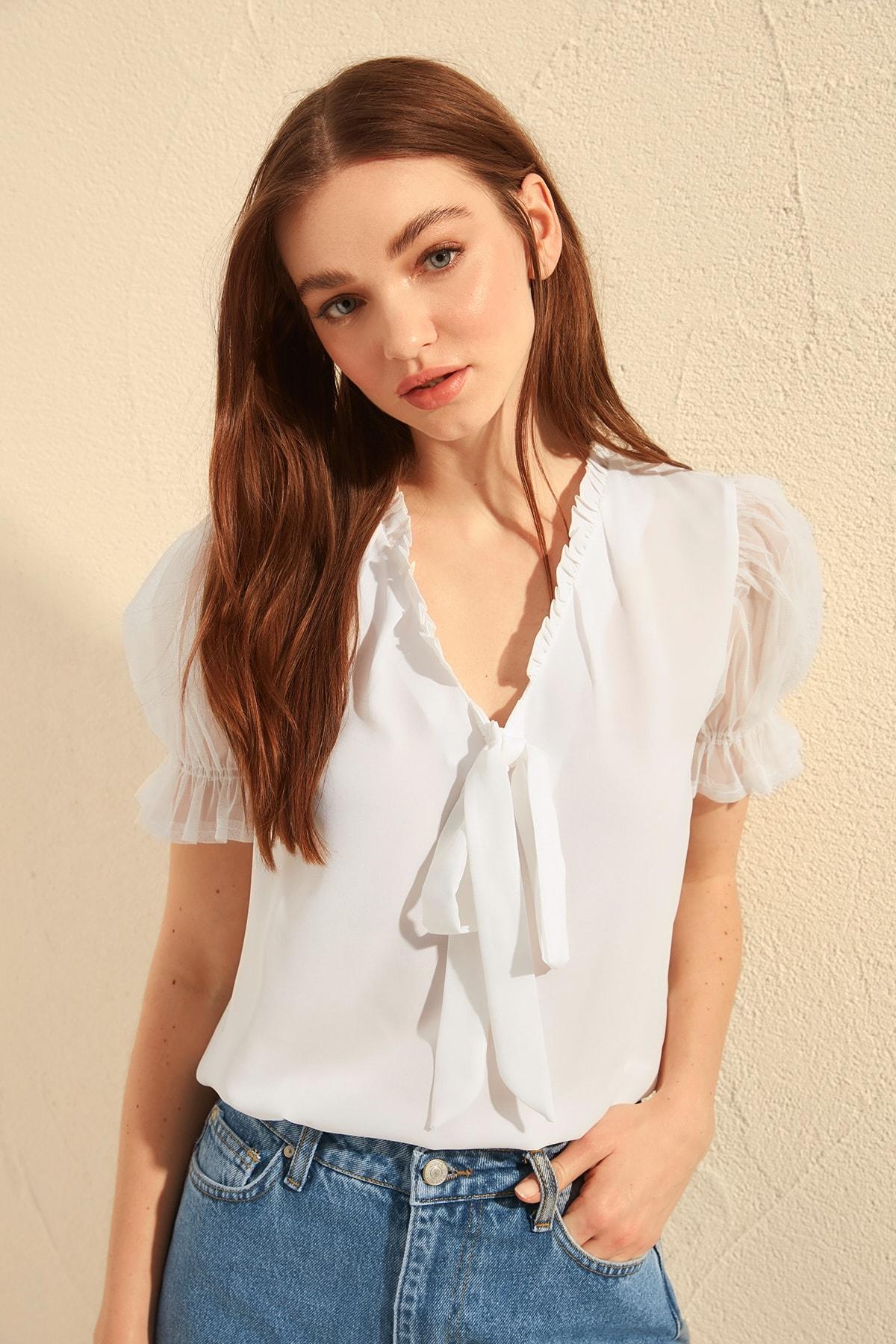 Trendyol Collar Lacing Detailed Bluz TWOSS20BZ0352