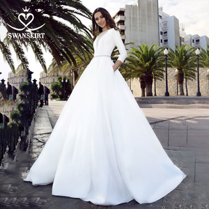 Image 1 - Suknia ślubna satynowa z długim rękawem 2020 Swanskirt kryształowy pas z kieszonką suknia ślubna księżniczka Vestido de novia TZ27
