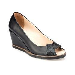 FLO 91.313082.Z черные женские сандалии Polaris