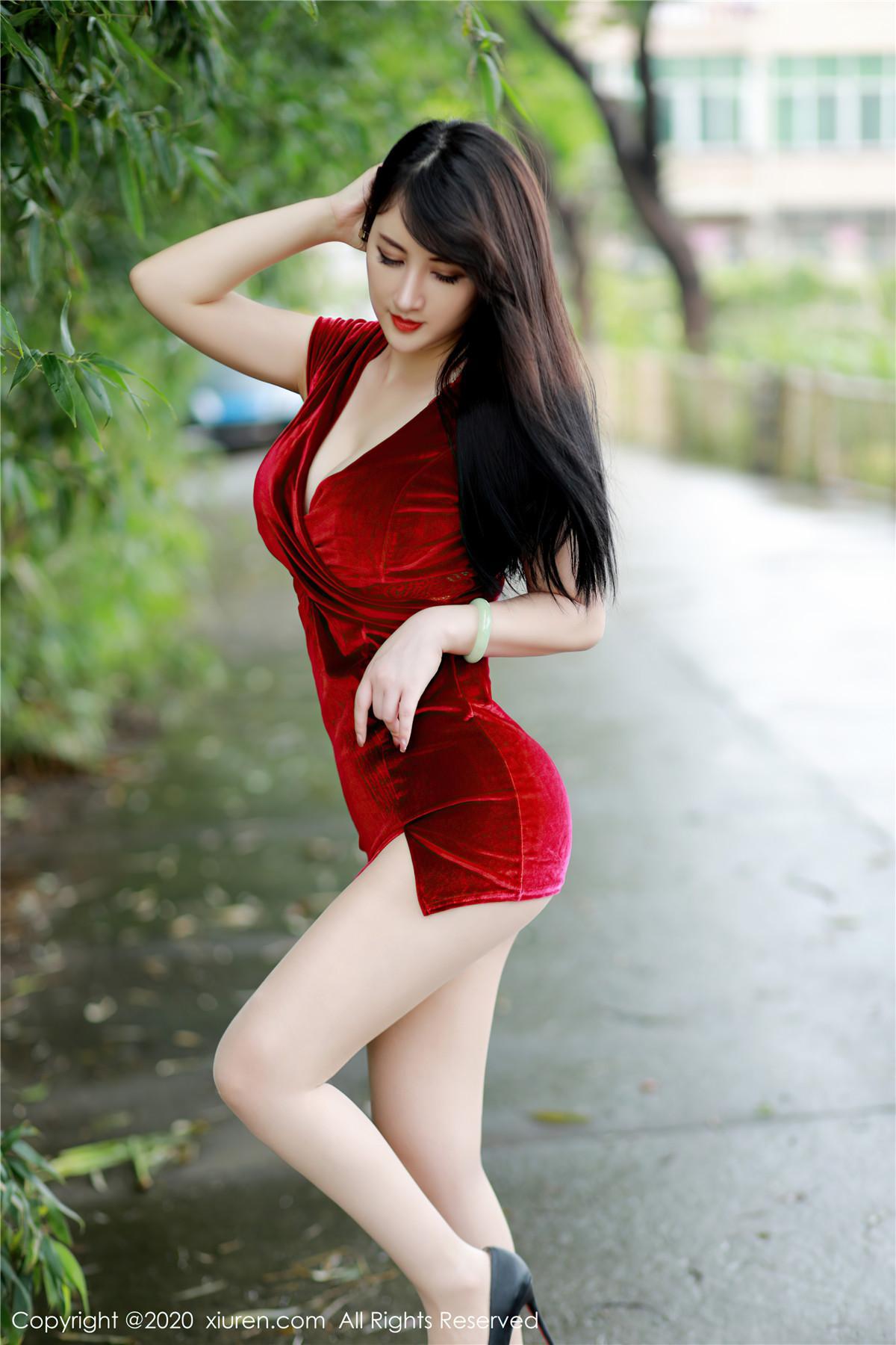 [XIUREN秀人网] 2020.10.20 No.2672 诗诗kiki 猩红吊裙[56P/581MB]插图2