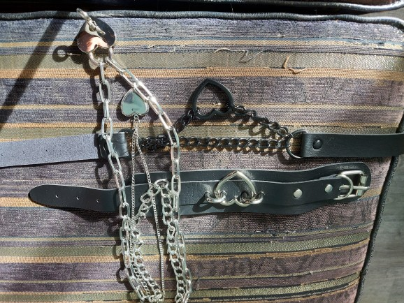 Choker with Black Heart and Chain E-girl Pastel gothic photo review