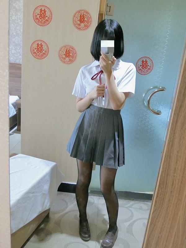 一只肉酱阿 – 黑丝制服 (45P+4V/122M)