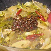 #福气年夜菜#年年有余的泡椒醪糟鲫鱼煲的做法图解9