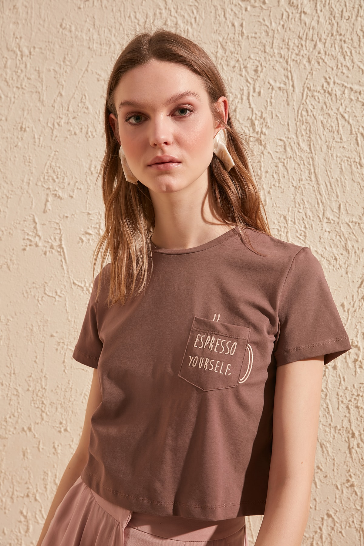 Trendyol Embroidered Crop Knitted T-Shirt TWOSS20TS0197