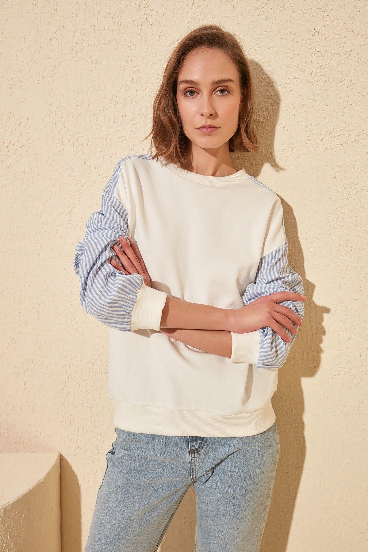 Trendyol Handles Poplin Detailed Basic Knitted Sweatshirt TWOSS20SW0154