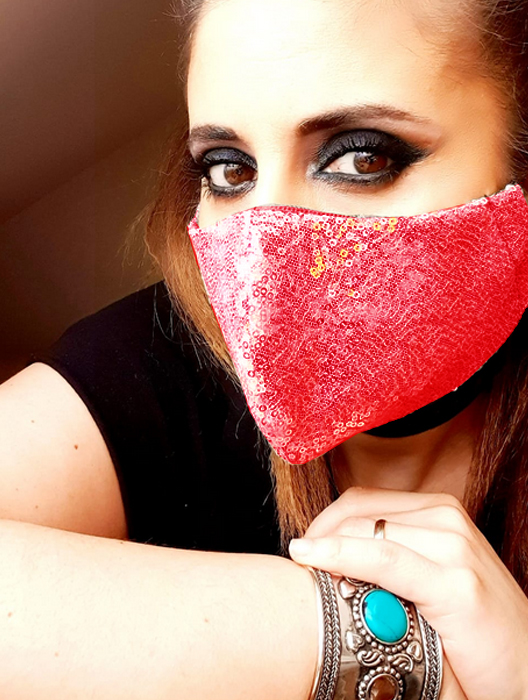 Face Mask Higienica Storage Reusable. Sequins In Red. Double Tissue In Woven Tnt Mas Sequins, Rubber Side.