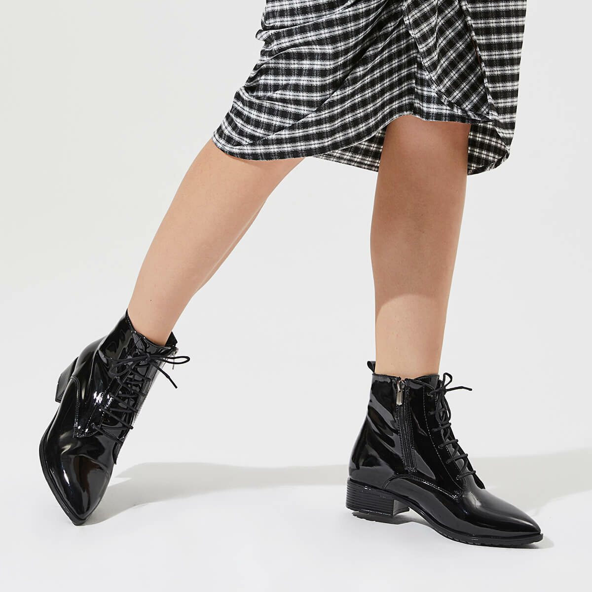FLO MERAPI85Z PATENT LEATHER Black Women 'S Boots BUTIGO