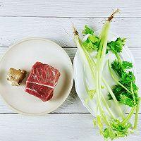 #福气年夜菜#牛气冲天~芹菜炒牛肉的做法图解1