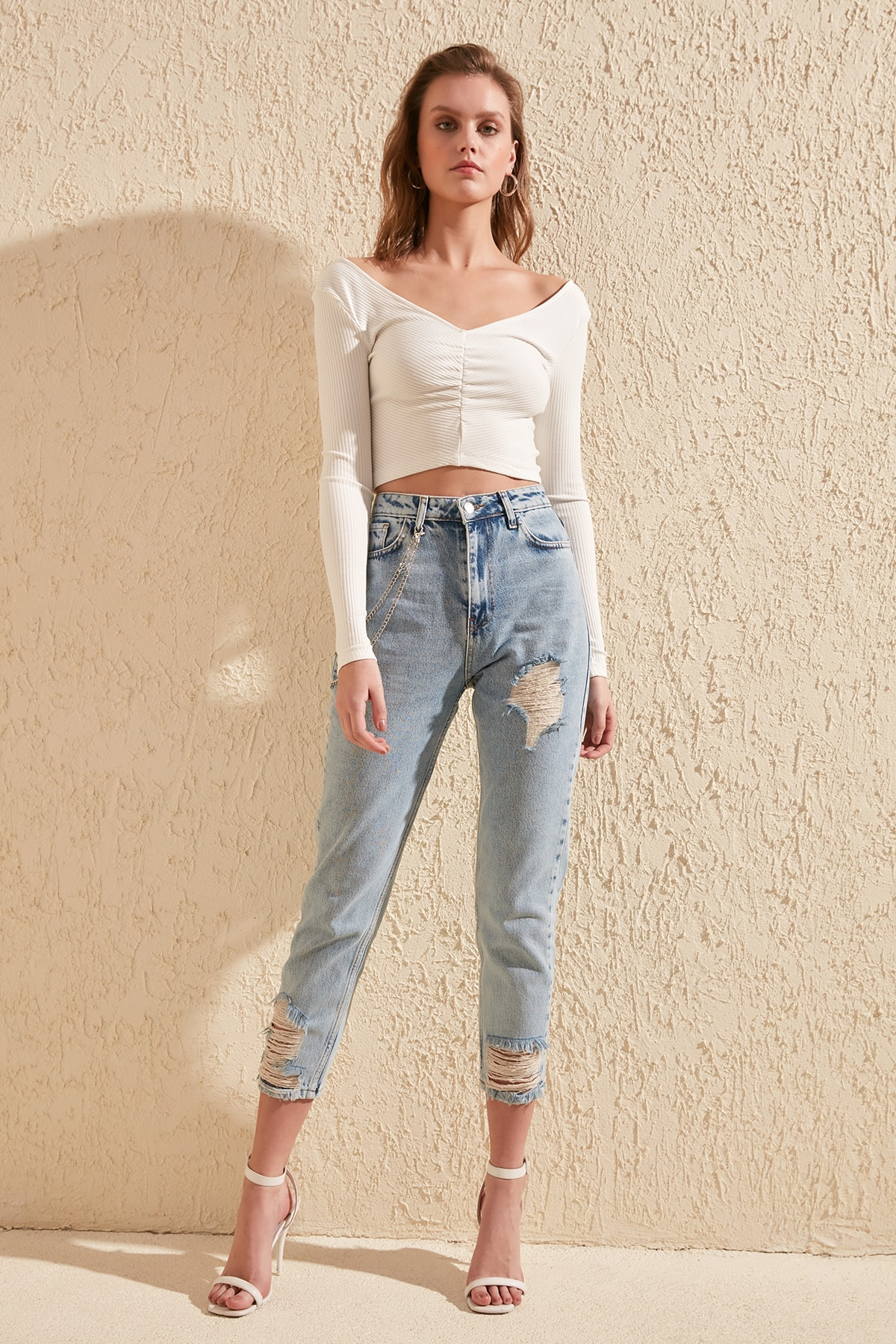 Trendyol Removable Chain Detailed Yırtıklı High Bel Mom Jeans TWOSS20JE0038