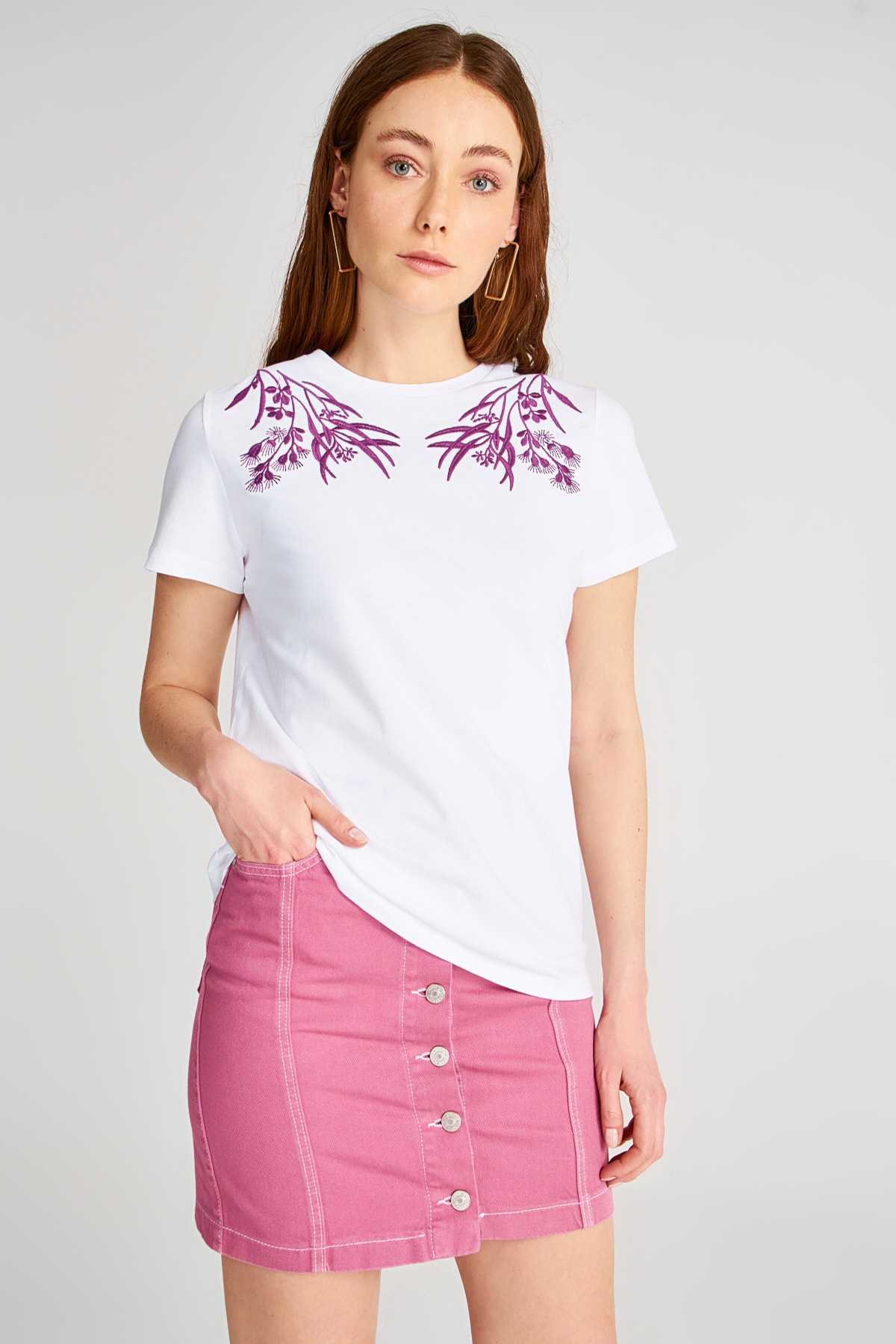 Trendyol Embroidered Basic Knitted T-Shirt TWOSS20TS0845