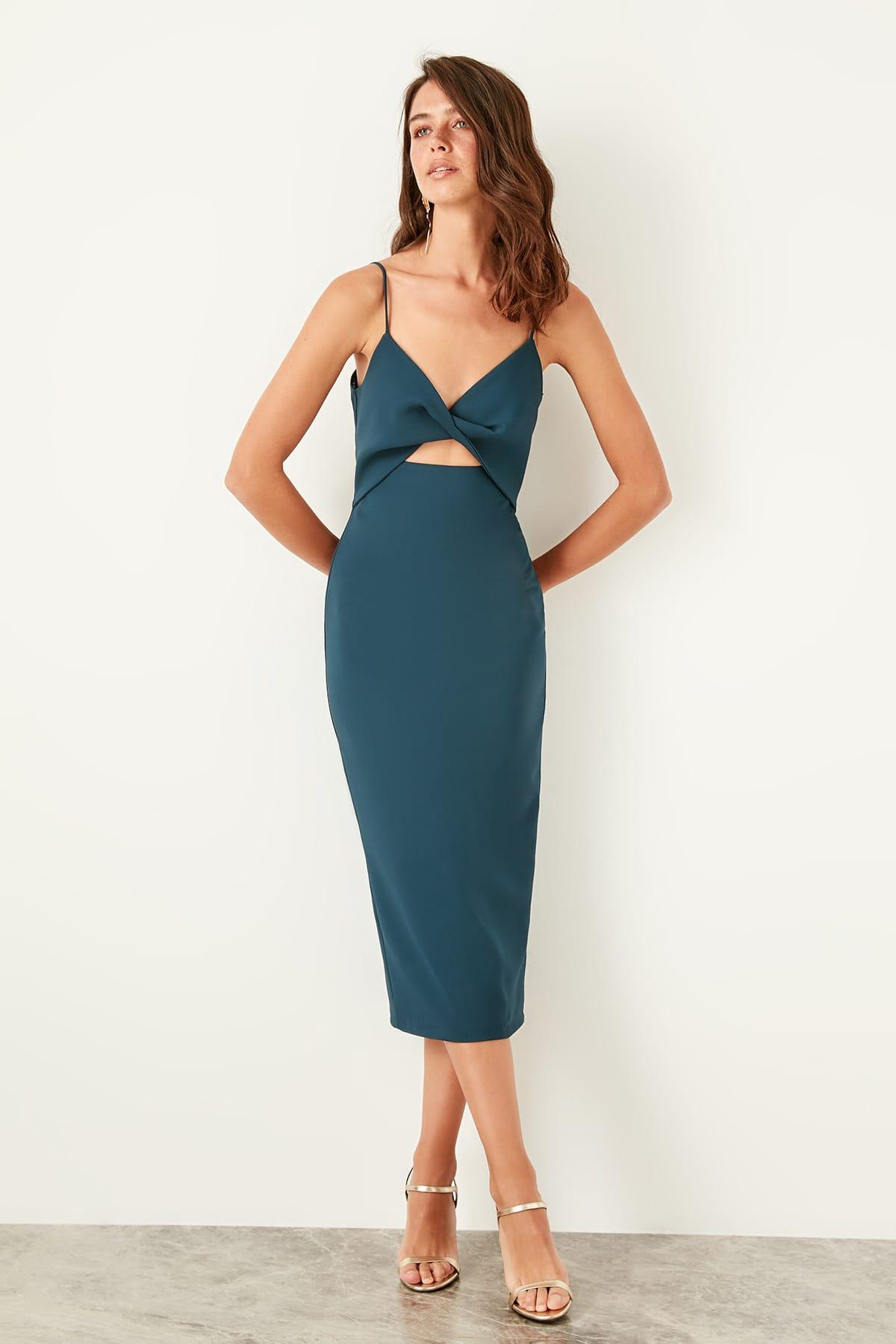 Trendyol Low-Cut Detail Dress TPRSS19BB0359