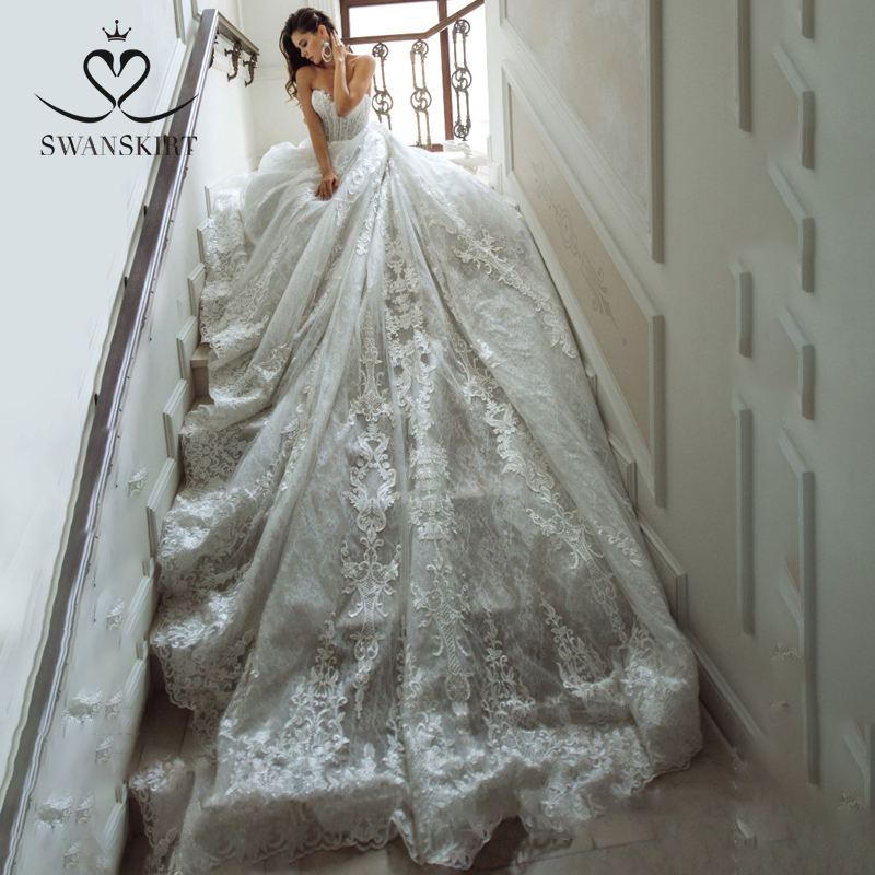 Boho Appliques Wedding Dress 2019 Swanskirt Strapless Lace Up Ball Gown Chapel Train Bride Gown Princess Vestido De Noiva GY09