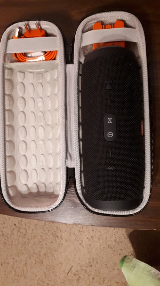 -- viagens bluetooth speaker