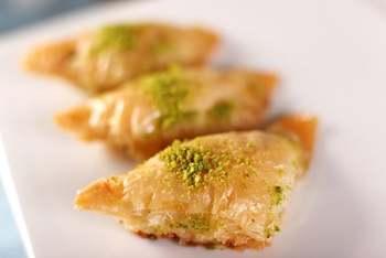 Gulluoglu Shaabiyat-miękka baklawa ze śmietaną pistacjową i semoliny (Şöbiyet) świeżo wyprodukowana tanie i dobre opinie Baklavaci Gulluoglu TR (pochodzenie) Gotowanie pochodnie Narzędzia do deserów