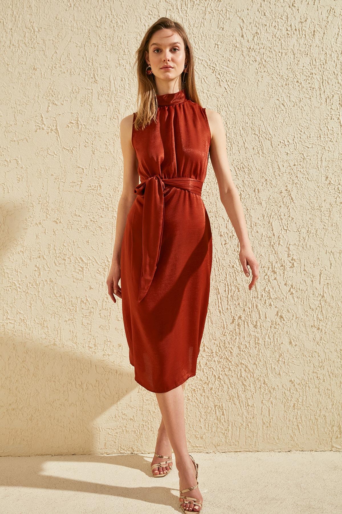 Trendyol Upright Collar Belted Dress TWOSS20EL0525