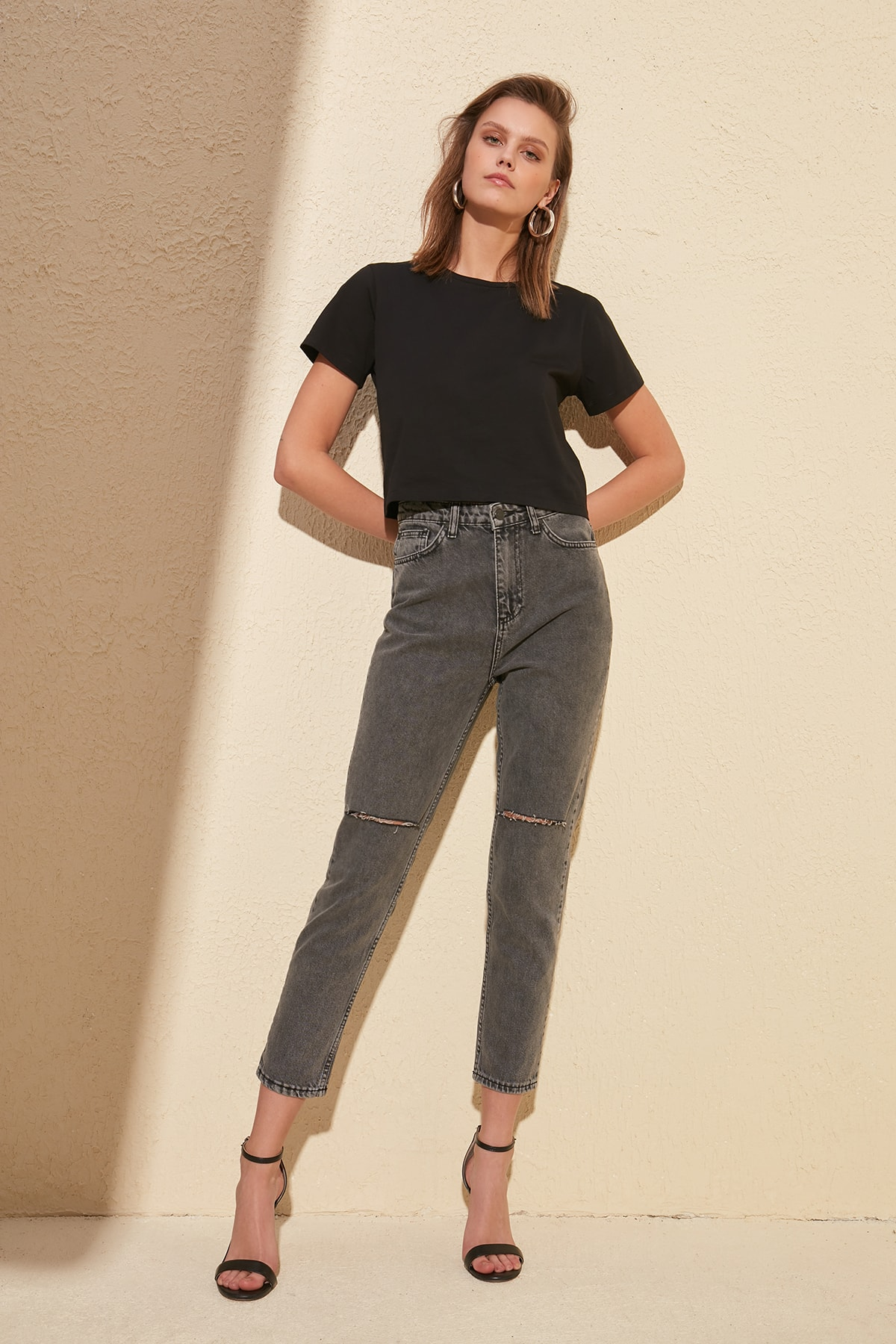 Trendyol Ripped Detailed High Bel Mom Jeans TWOSS20JE0117