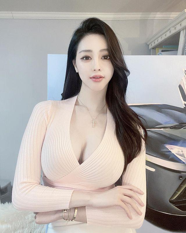 韩国美女画家 서 카 소(Seo caso) 不知道我是看画还是看你~