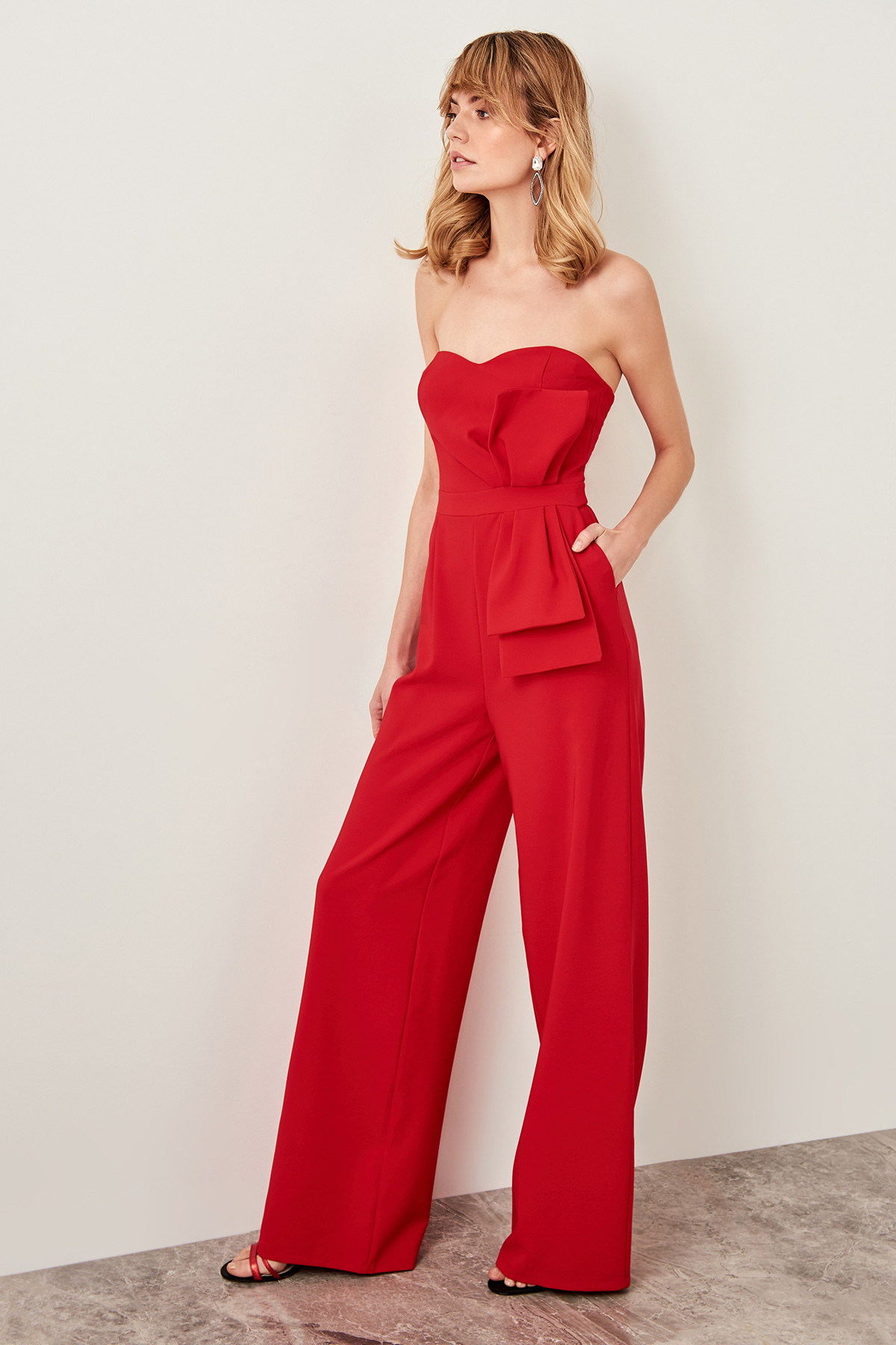 Trendyol Detail At Waist Strapless Jumpsuit TPRSS19BB0104