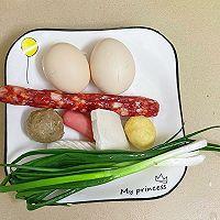 什锦炒饭3(腊肠、肉丸等)的做法图解1